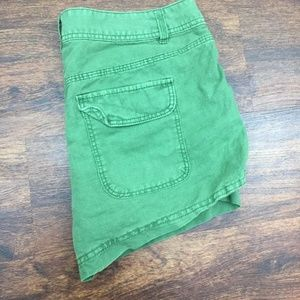 J. CREW Women's Khaki Green Back Flap Pocket Short